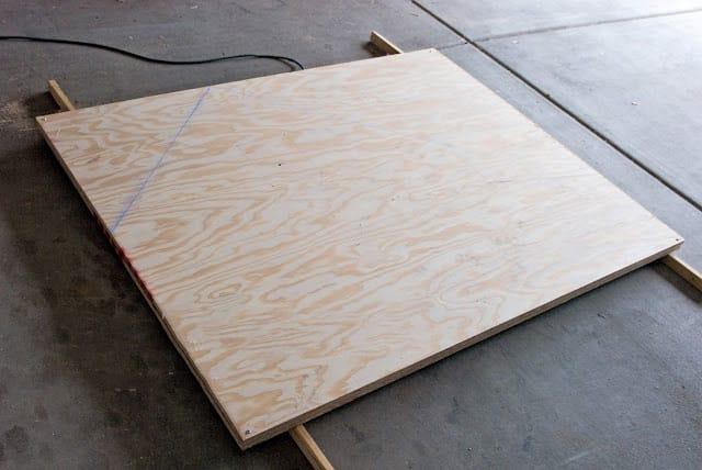 مراحل قص الخشب لصناعة منزل دجاج